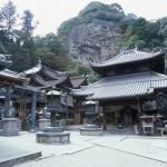 宝山寺本殿